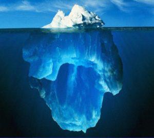 ijsberg, boven en onder water